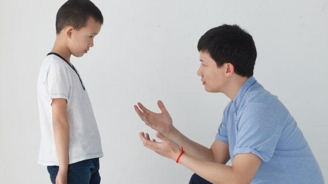 ④子供を叱るときは実親経由、継親は褒め役